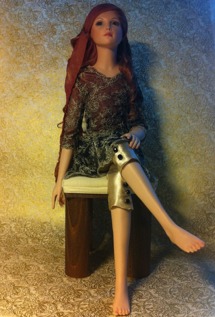 LUCY (Porzellan/Textilien/Echthaar/Glasaugen. 50 cm)