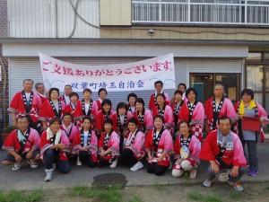 ふたさぽは、各地の自治会の活動もサポートしている。埼玉県加須市で開催された「騎西夏まつり」には双葉町埼玉自治会、はなみずき婦人学級のみなさんが参加し、練習を積み重ねた踊りを披露した。(画像提供・ふたさぽ)