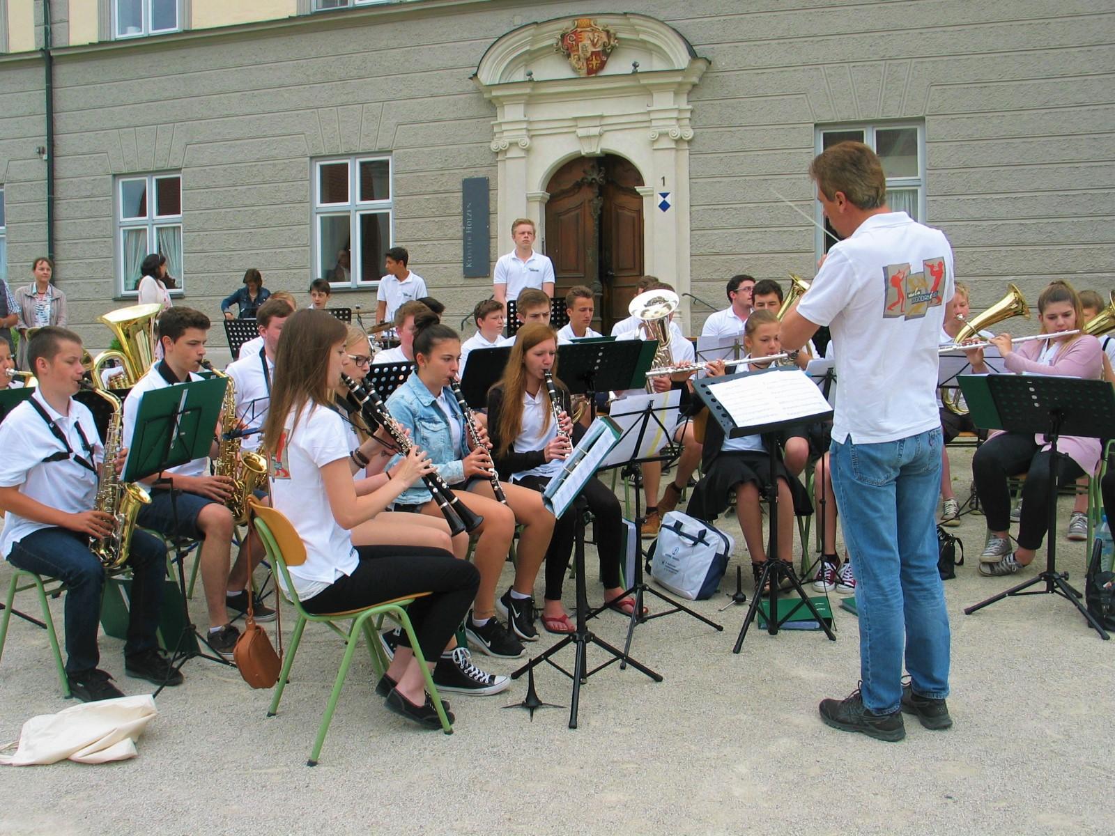 Musikalisch umramt wurde der Gottesdienst von Viva la Musica...