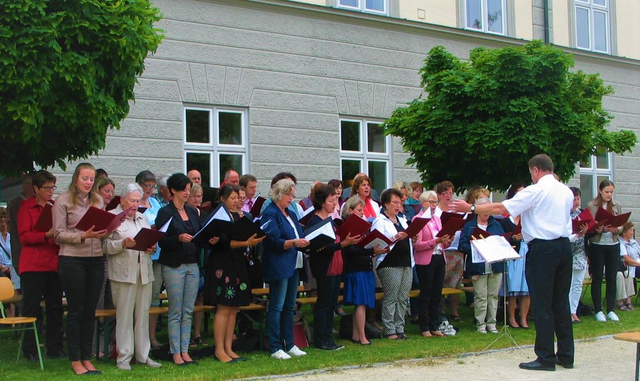 ... und  einem Gemeinschaftschor der PG unter Leitung von Konrad und Elke Eser