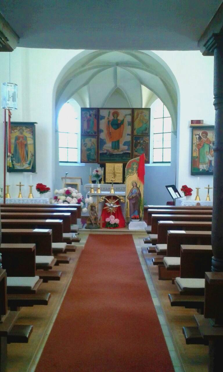 Blick zum Altarraum der Kirche (Foto von Birgit Häusler)