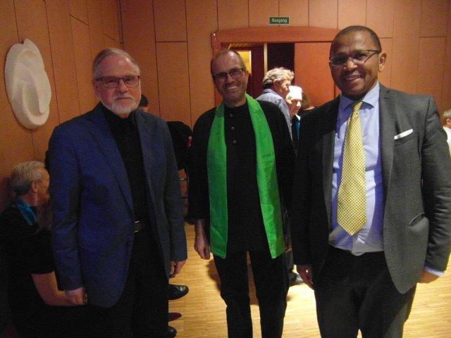 Chorleiter Cherished Till Sauer, Cherished-Mitglied und Mitorganisator Andreas Rennhak, Botschafter Namibias, Andreas Guibeb,