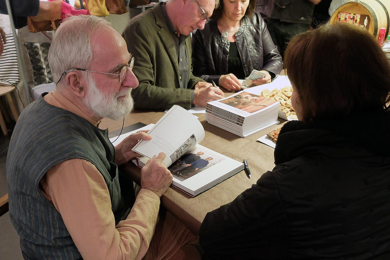 Roland a dédicacé avec soin un grand nombre d'ouvrages à plusieurs reprises.