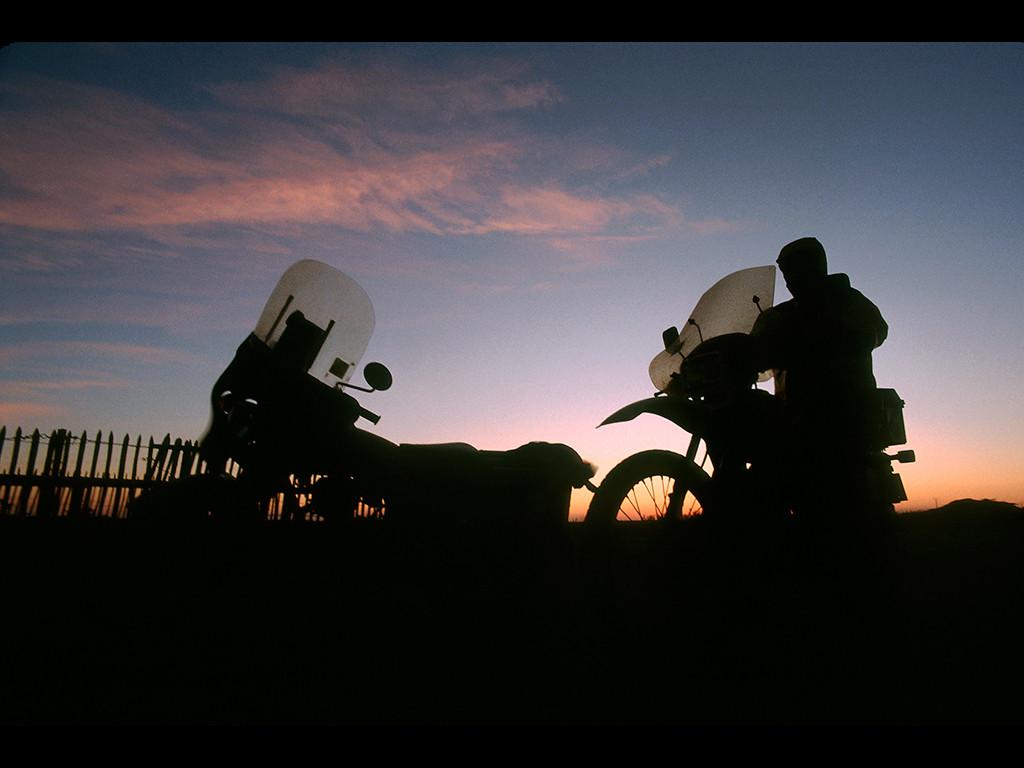 Aygadiers au départ pour aller faire la tournée des étangs préparatoires dans la matinée . Etat des lieux et relevés de la salinité.