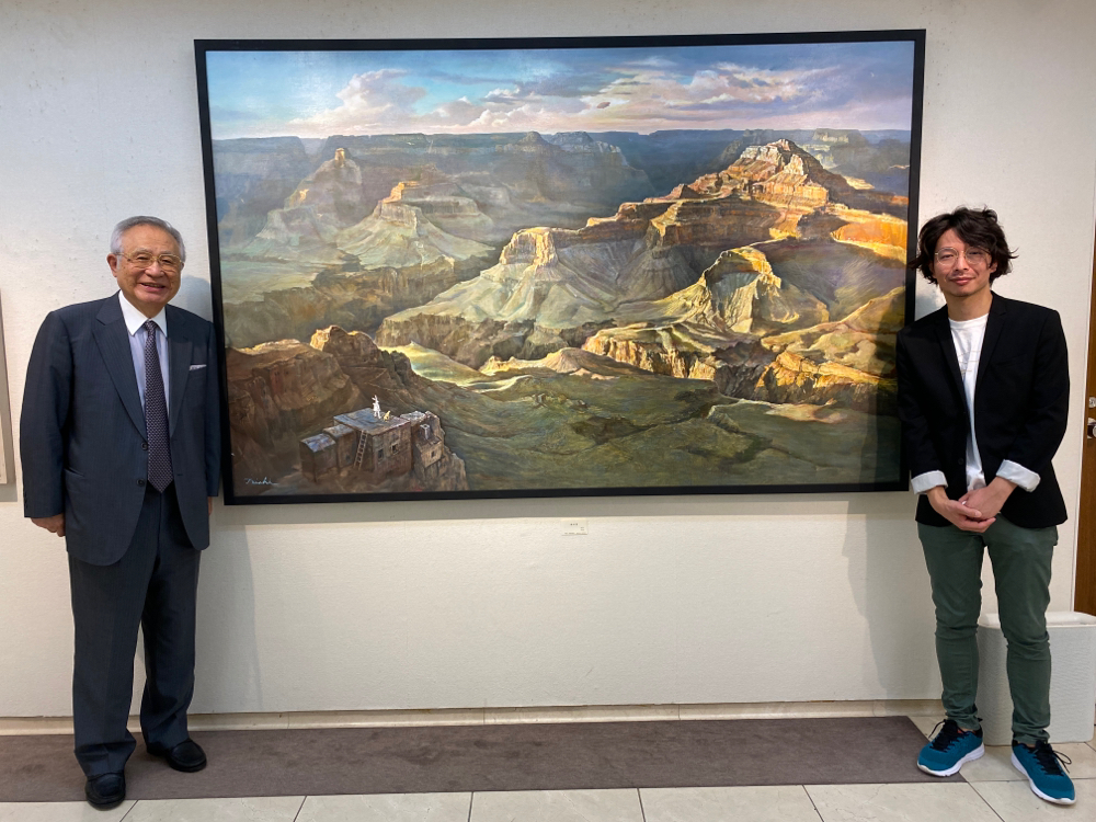 母校、渋谷教育学園幕張高等学校の校長先生、田村哲夫先生と撮影!なんと、この大きな「旅の空」を購入し母校に飾って下さるとのことです。感激!!