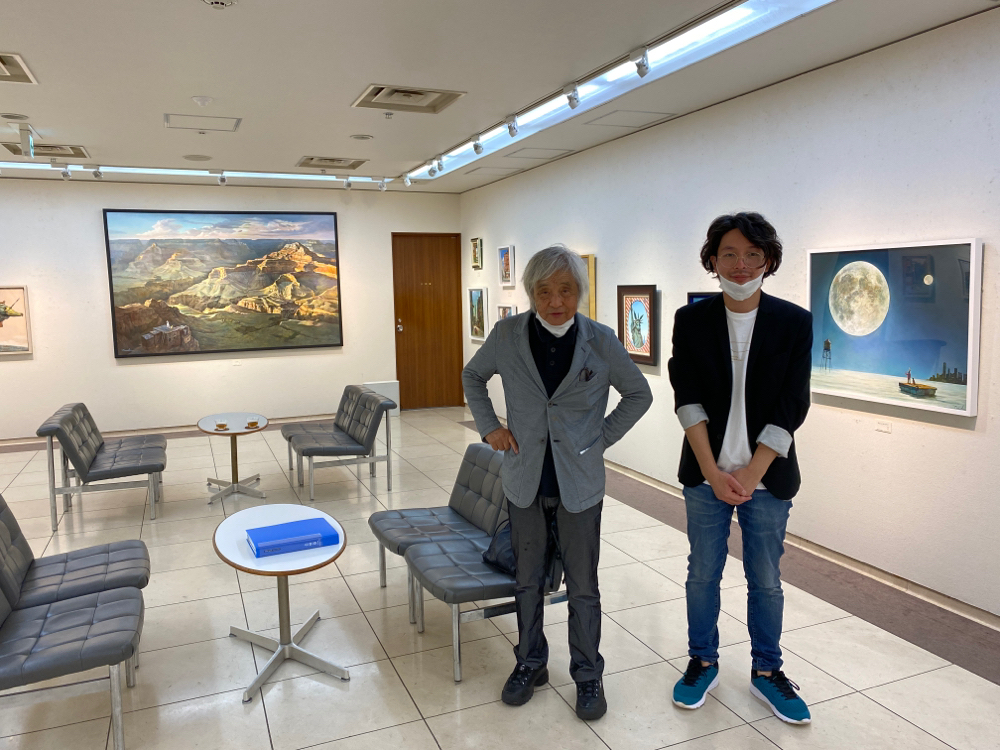 佐々木豊先生と。先生の著書「プロ美術家になる!」を読んでからずっとファンです!画家を目指す方にお勧めしたい本です。