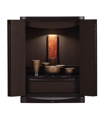 トラストダークブラウン540まるで天然木のような凹凸のある木目化粧板。他に3つのカラーバリエーションがあります。