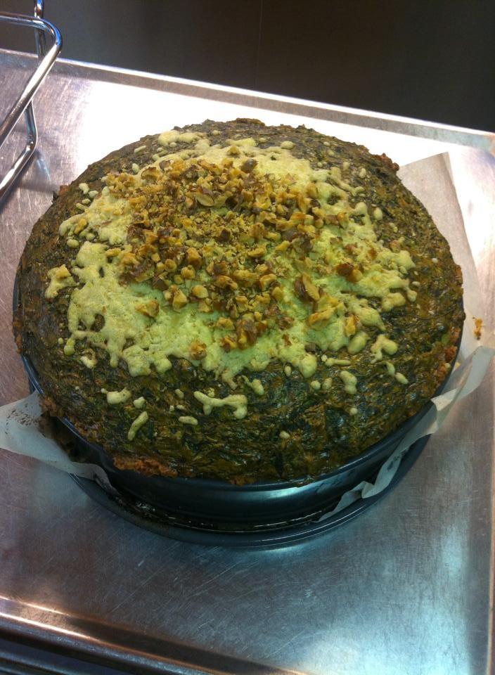 Vegetarische Torte mit Spinat-Kohlrabi in Schmand-Ingwer mit Walnuß-Käsedeckel