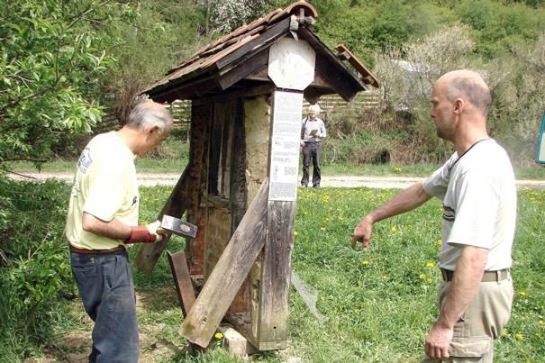 Das Wildbienenhotel am neuen Standort