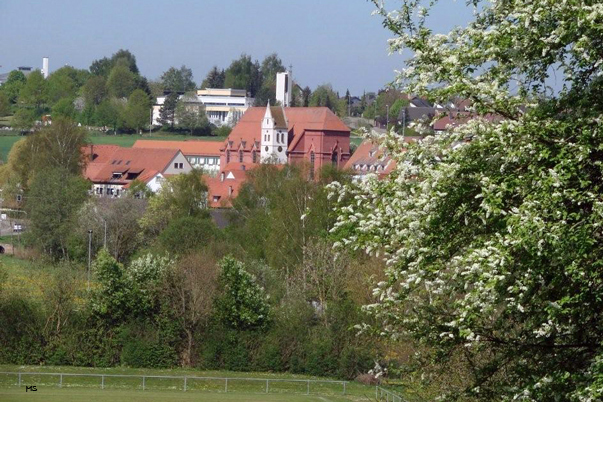 Die alte und die neue Kirche in Staig