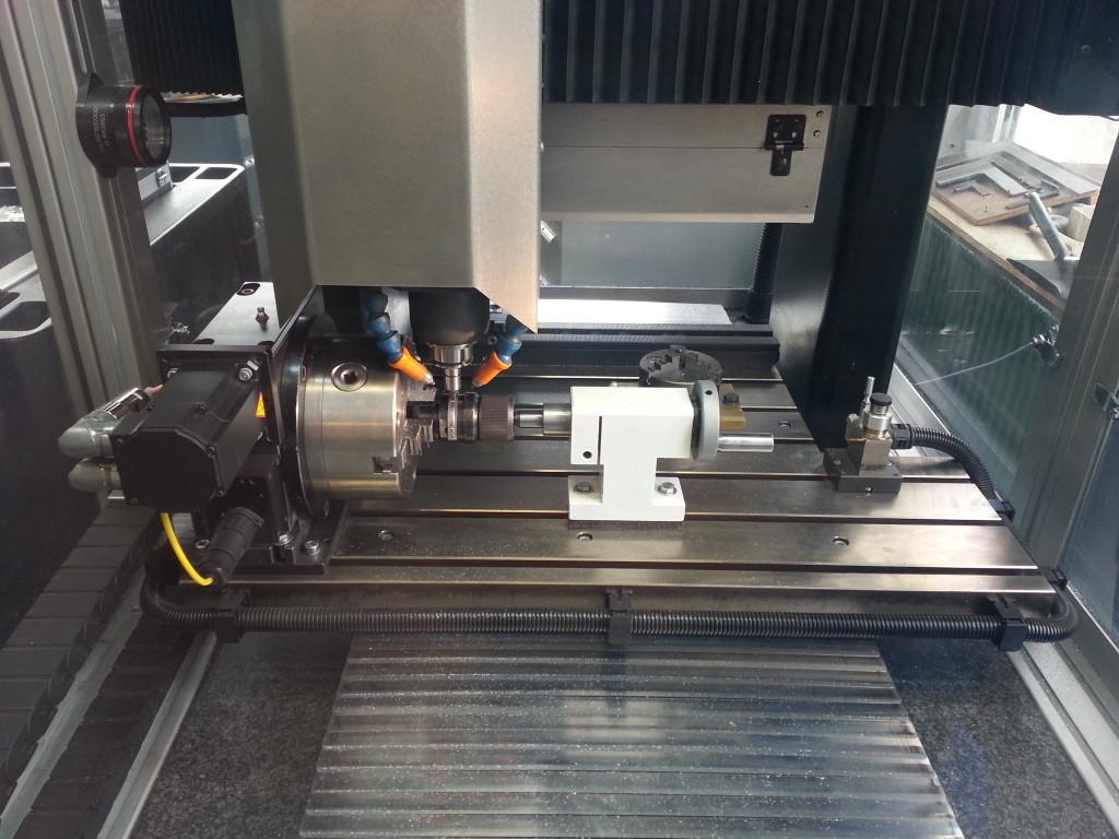 CNC-Graviermaschine in Aktion