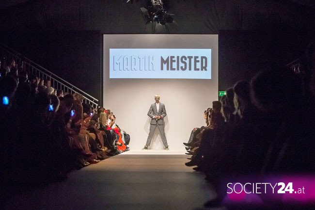 Martin Meister live opening at Fashion Week