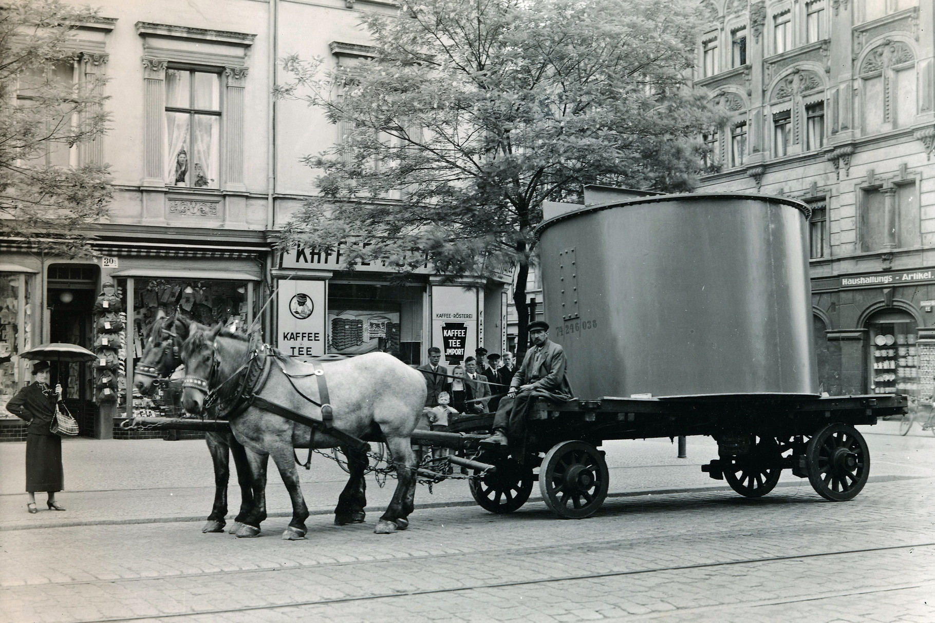 Schwertransport durch Magdeburg