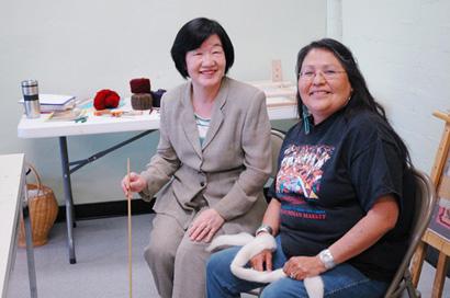 ナバホ織物の達人、Barbara Teller Ornelasさんと共に(2005年4月)。