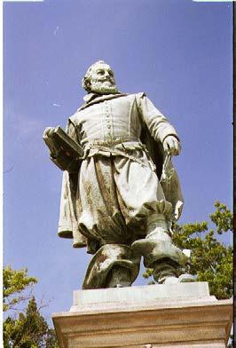 キャプテン・ジョン・スミスの銅像(1999年7月)。濱田雅子撮影。