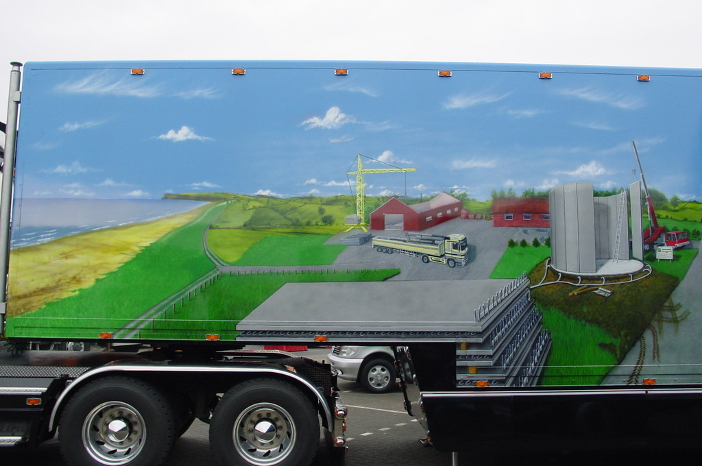 "Airbrush Truck ""Suding"" Detail"