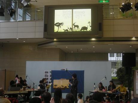 09年11月、MCDイベント、NHK栄プラザウェーブ21。出版社の許可をいただき大型ビジョンに映し出してご紹介しました。