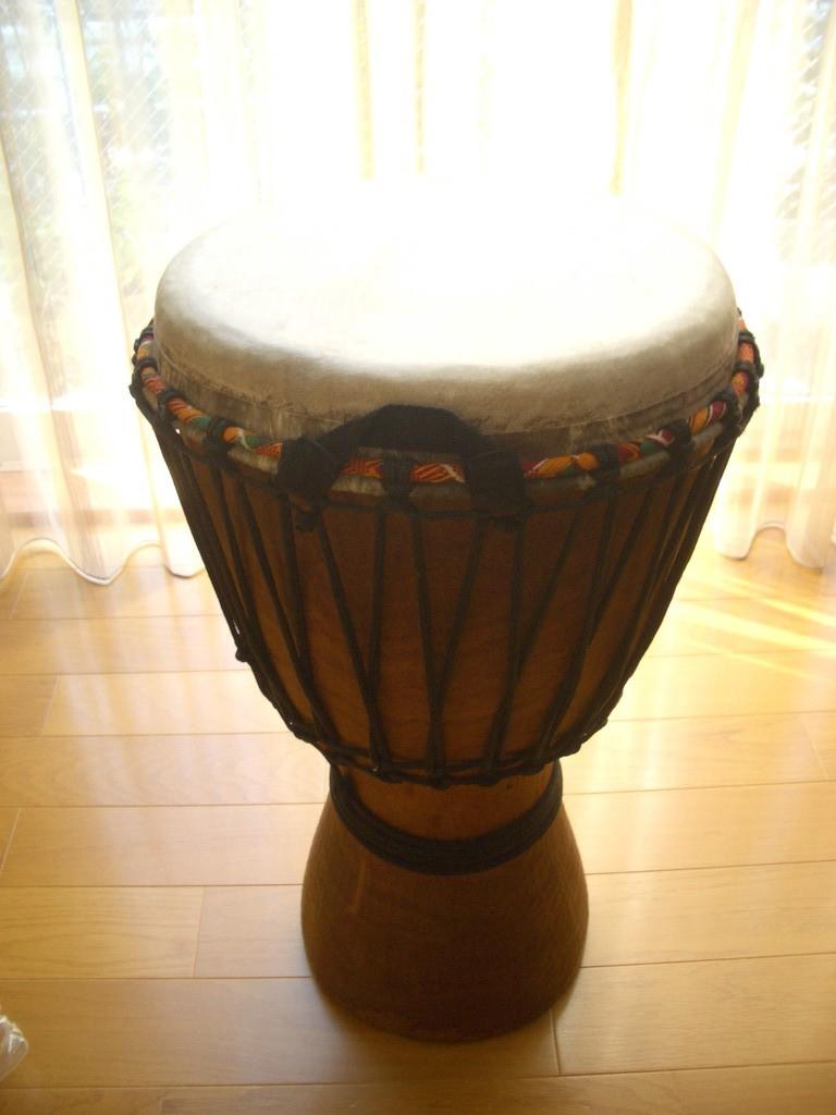 ジャンベ。一番大活躍の太鼓です。
