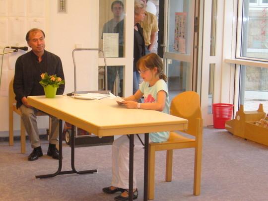 Nächstes Beispiel ist die junge Autorin Sophie Messer! Auch so einen interessanten Text und auch so einen großen Applaus!