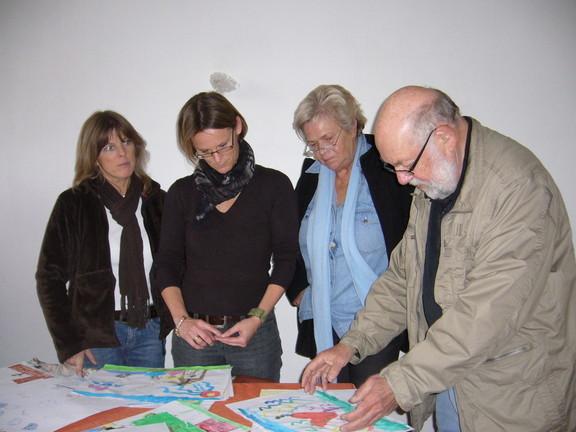 Der Künstler Fred Lex sag seine  Meinung über ein Bild! Marianne Benninghoven, Katharina Vewers und Kerstin Schäffken  denken nach.