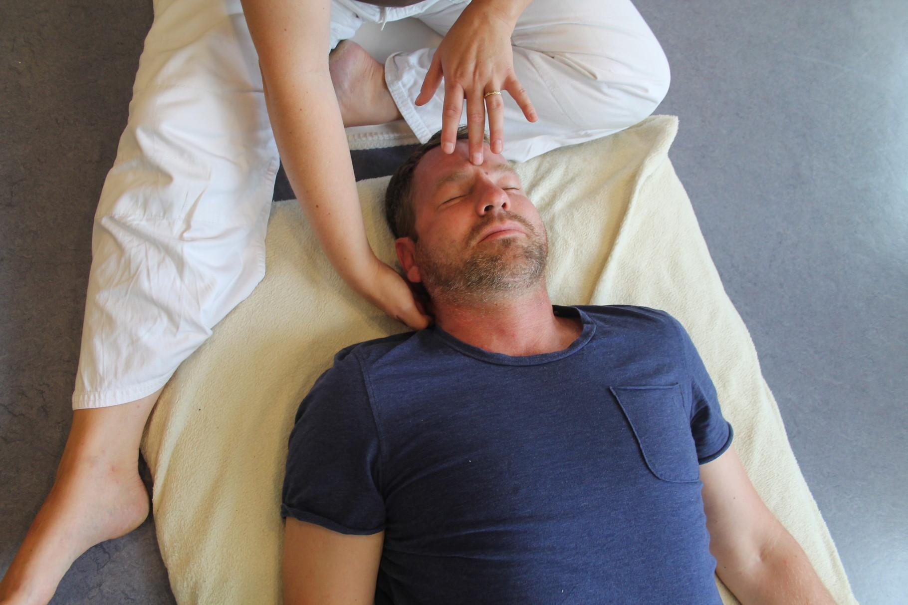 """Kin'Kou Shiatsu Kehl Strasbourg: manoeuvre vibratoire """"ouverture de la chambre de christal"""""""