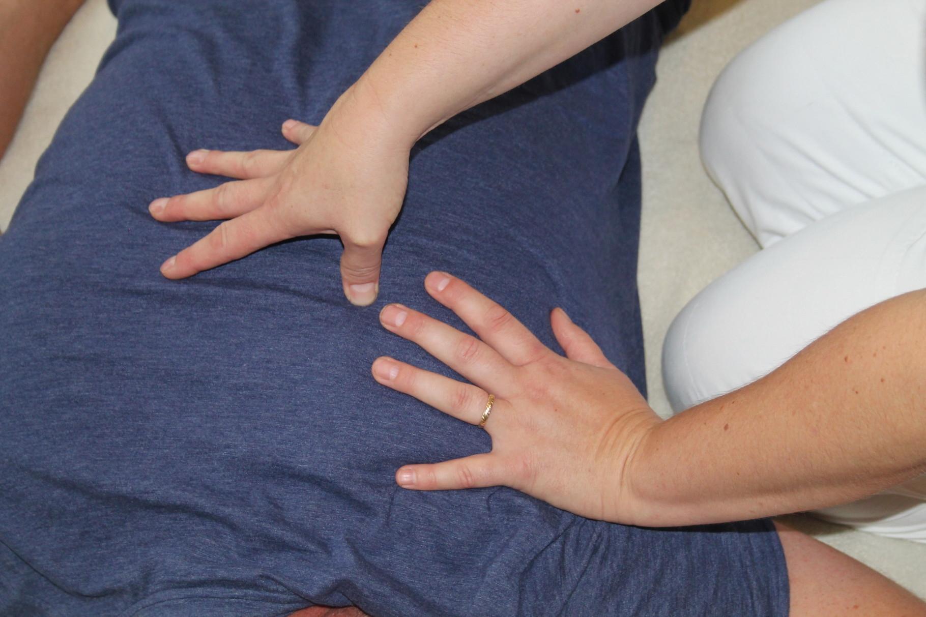 Shiatsu auf der Matte: Schulterblattsrunde