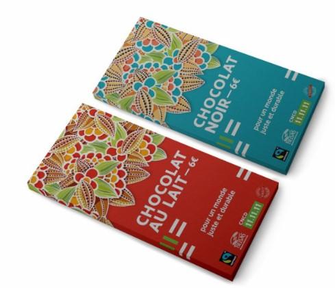 Tablettes de chocolat noir ou au lait, issues du commerce équitable et produites par la chocolaterie écologique Belvas.