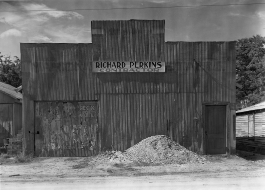 © Walker Evans, Corrugated Tin Façade, Building, Moundville, Alabama, 1936, LC-USF 342 TOI 8160