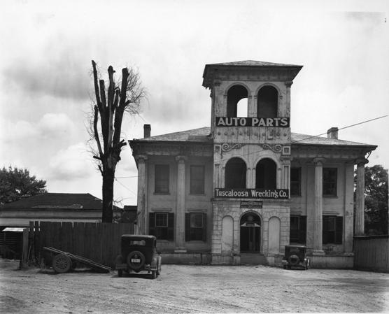 © Walker Evans, Tuscaloosa Wrecking Co., Auto Parts, Alabama, 1935, LC-USF 342 TOI 8252