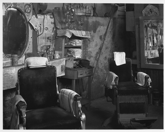© Walker Evans, Negro Barber Shop (interior), Atlanta, Georgia, 1936, LC-USF 342 – 8100