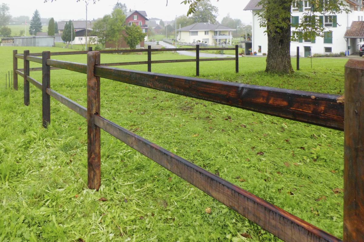Stabiler Holzzaun aus wetterbeständigem Lärchen-Holz