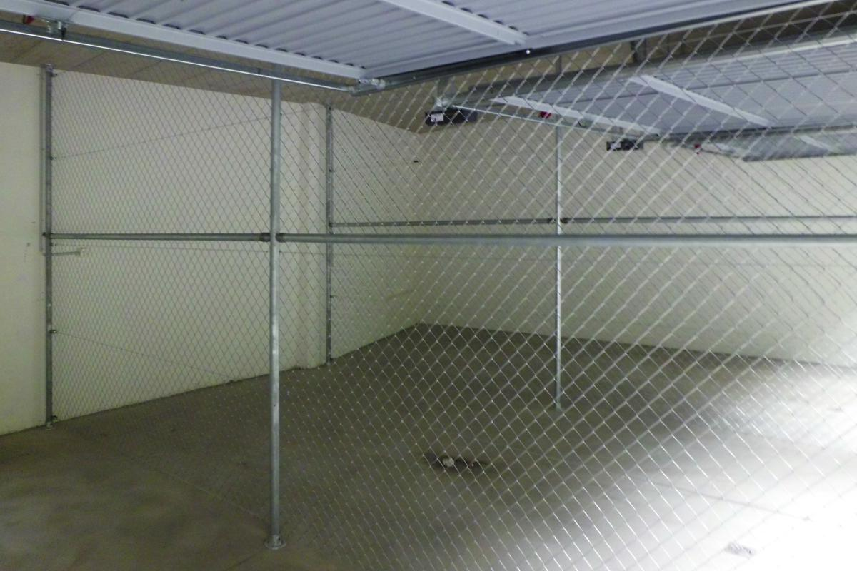 Garagentrennung mit Diagonalgeflecht