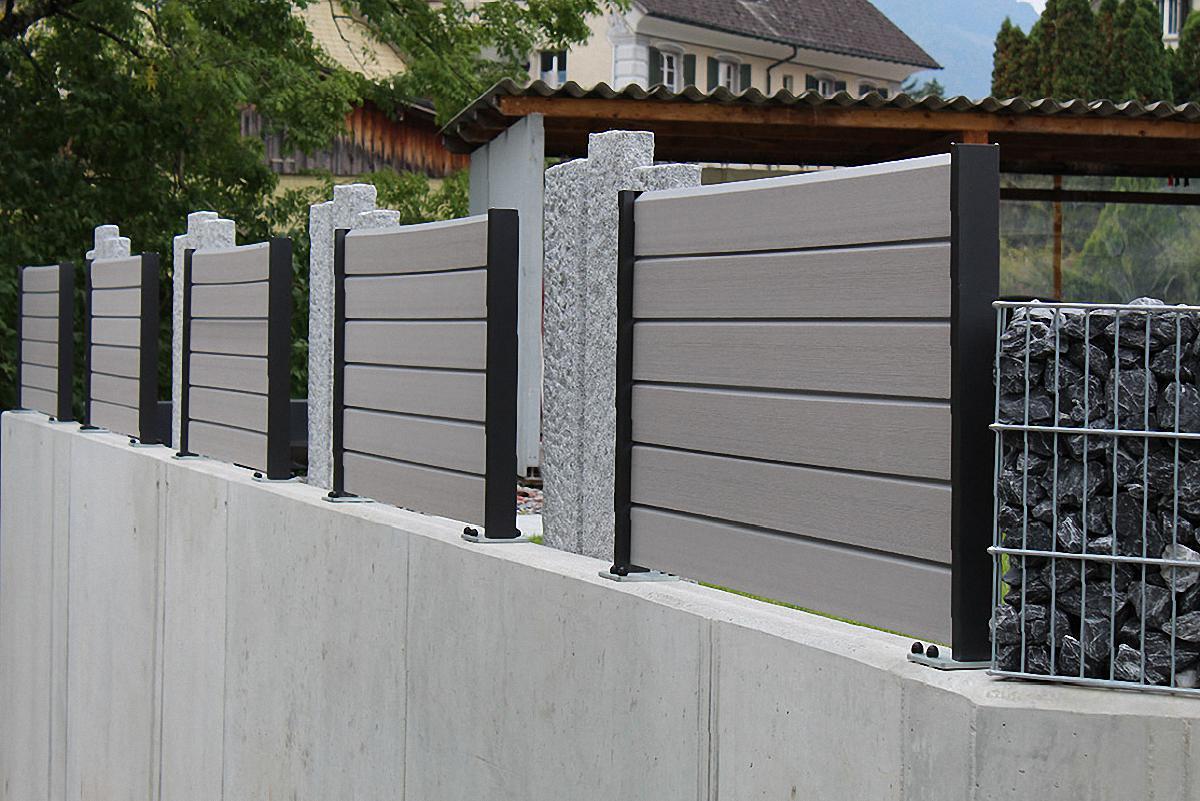 WPC Sichtschutz mit Granit Steelen
