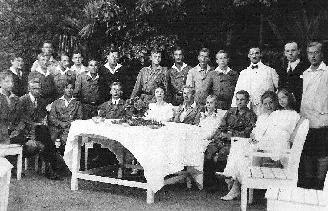 Therapia (Istanbul) 3.8.1924 OW mit den Wandervögeln bei Botschafter R.Nadolny