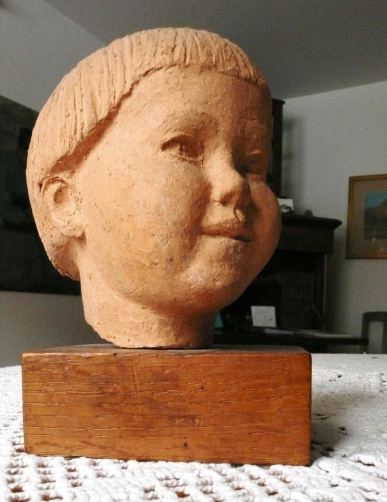 das 1945 gerettete Figurenfragment des Sohnes Erasmus von Artur Ressel (1896-1966)