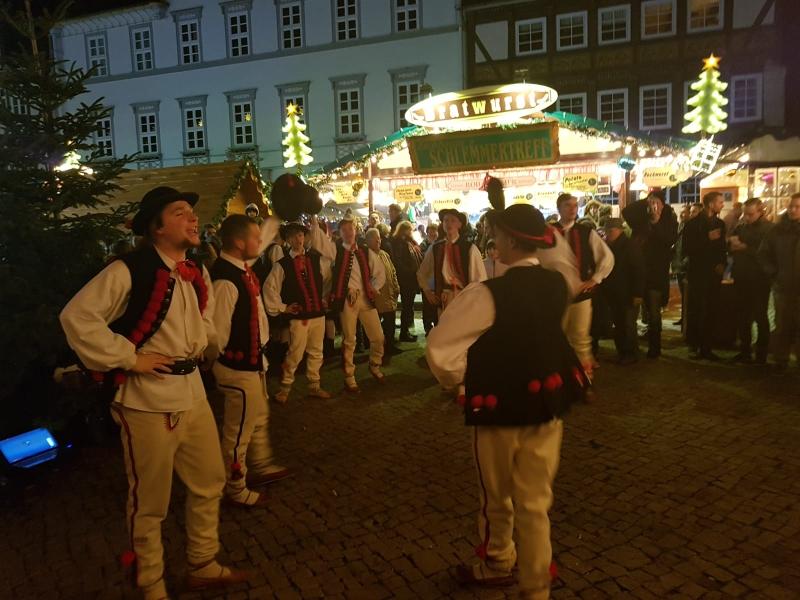 Auftritt Tanzgruppe Pormocze bei der Eröffnung des Weihnachtsmarktes in Hann. Münden