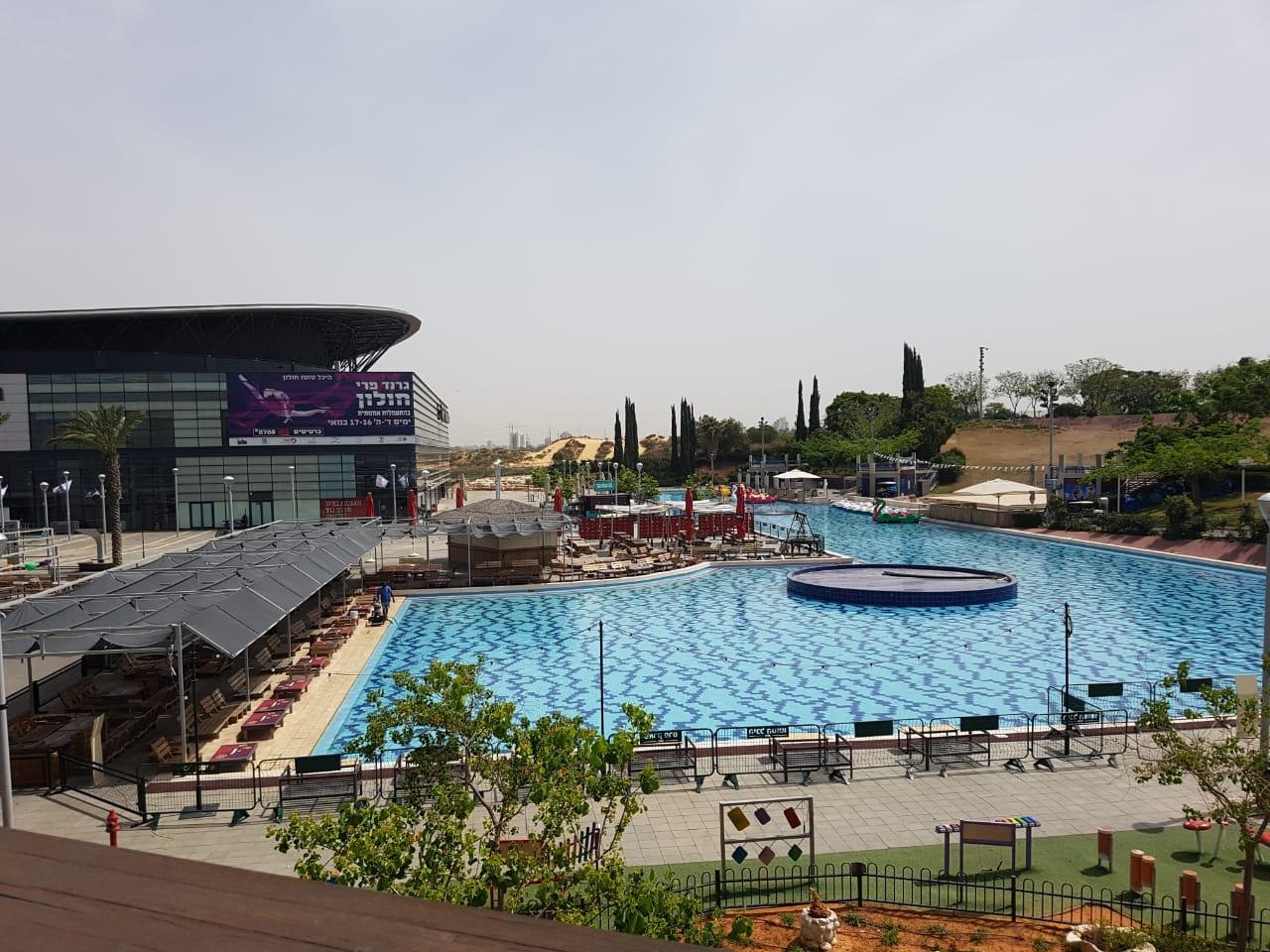Peres- Park mit Basketball Arena