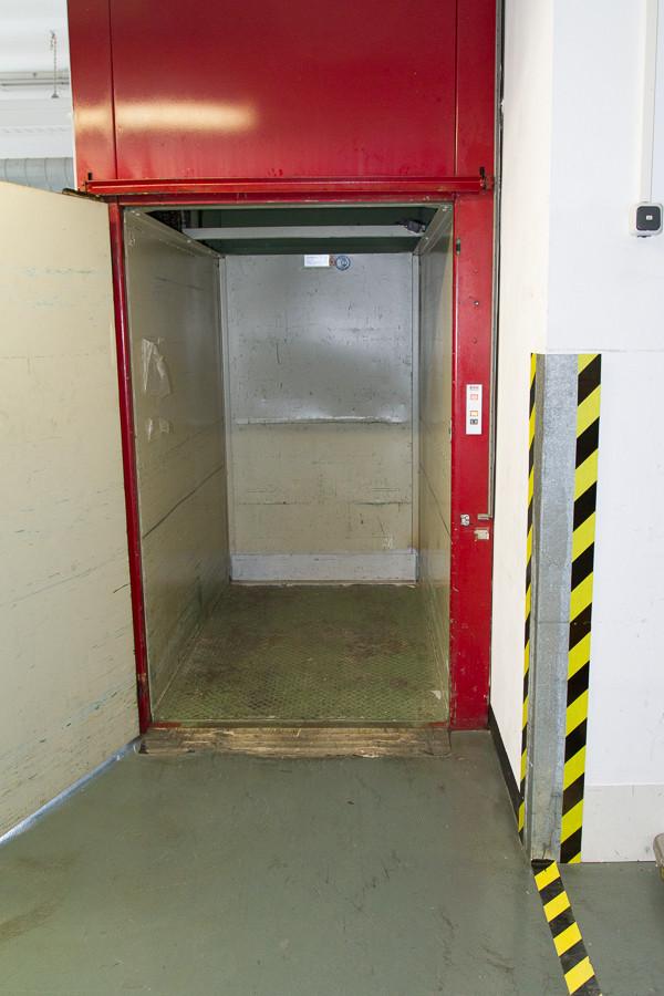 Wareneingang Fahrstuhl