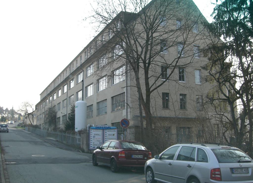 zum Haupteingang Baumhofstrasse...