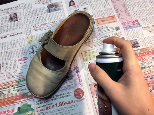 店頭にお持ち頂きましたら、当店でお買い上げの靴のお手入れをさせて頂きます