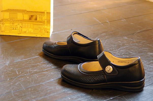 靴もサンダル同様につま先が靴先にあたらないように!