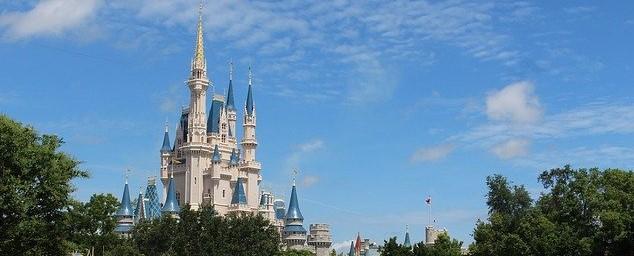 ディズニーランドのシンデレラ城も不動産として登記されています