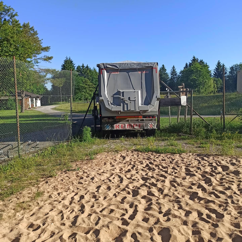 Ankunft Sand Laster 1, passt er durch die Türe?