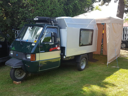 Camping mit dem Ape-Dreirad