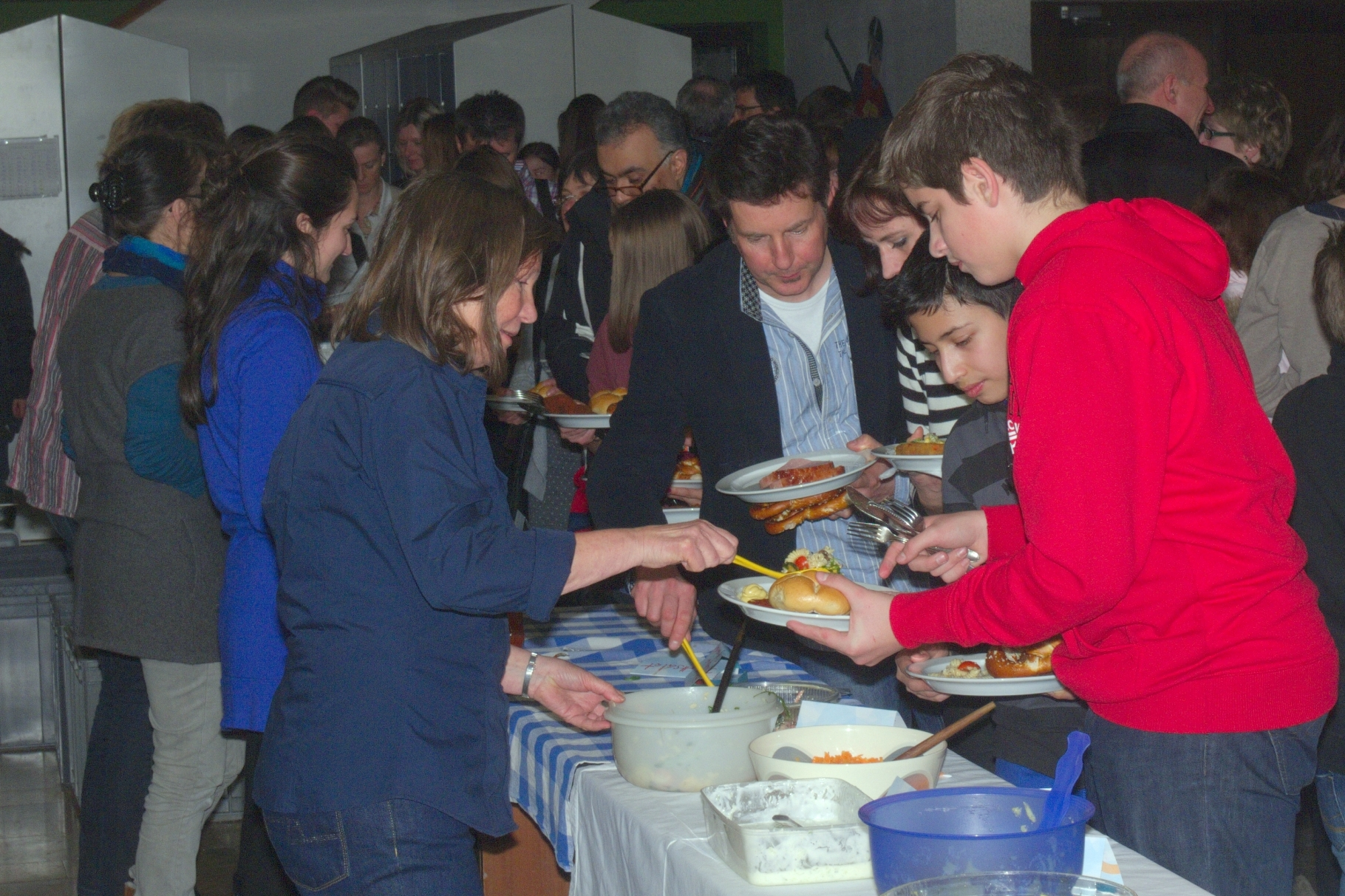change in - Abschlussfest Barbarasaal Stetten-Institut - Guten Appetit! - Foto: Robert Hösle - Freiwilligen-Zentrum Augsburg