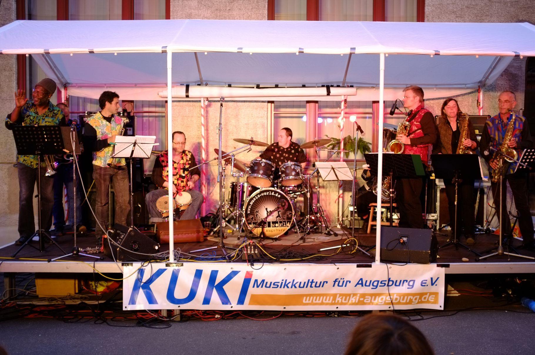 Konzerte im Bürgerhof 22.06.2012 Dschungelbigband - Freiwilligen-Zentrum Augsburg - Foto: Martin Schönberger