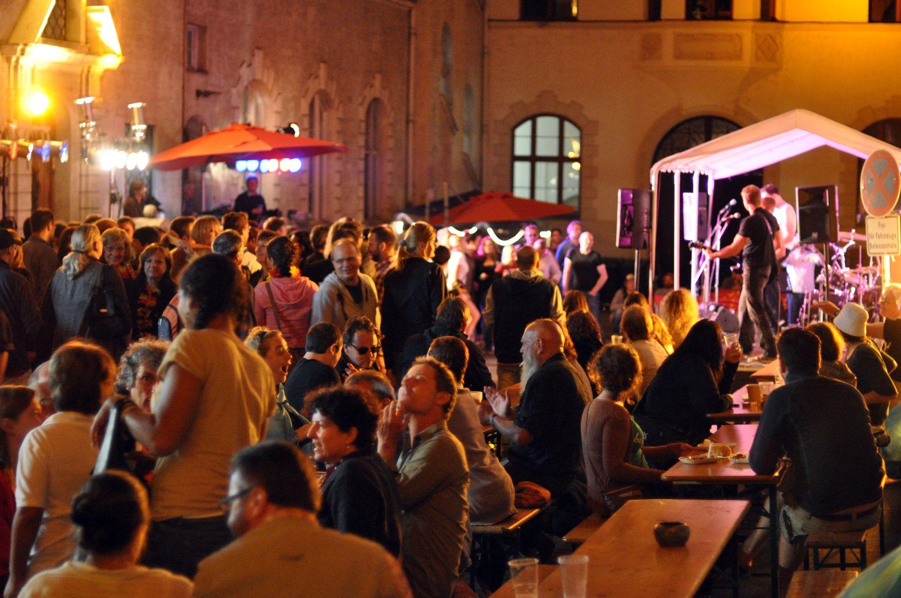 Konzerte im Bürgerhof 22.06.2012 - Freiwilligen-Zentrum Augsburg - Foto: Martin Schönberger