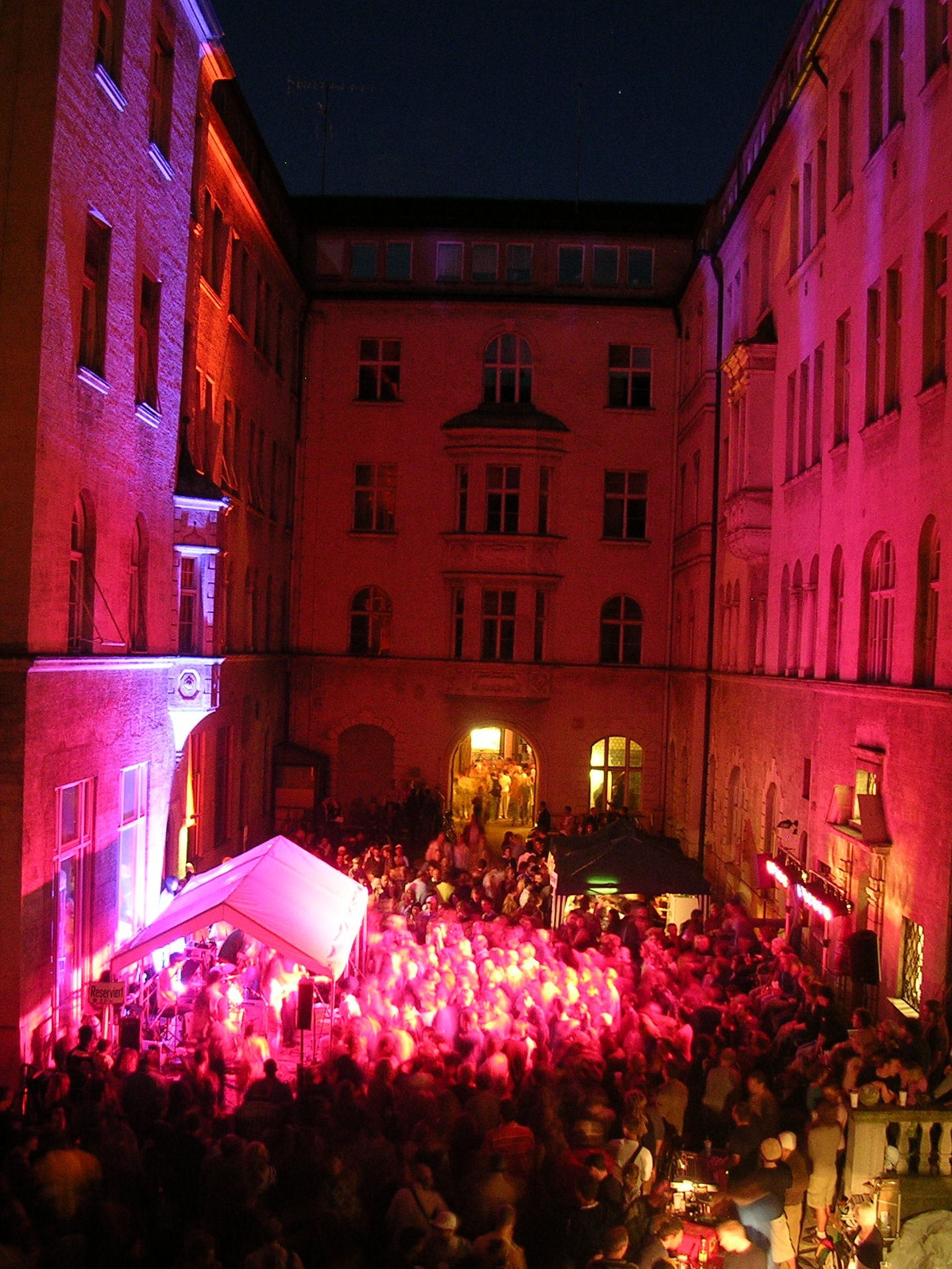 Konzerte im Bürgerhof 2007 - Freiwilligen-Zentrum Augsburg - Foto: Robert Hösle Illumination: Wolfgang F. Lightmaster