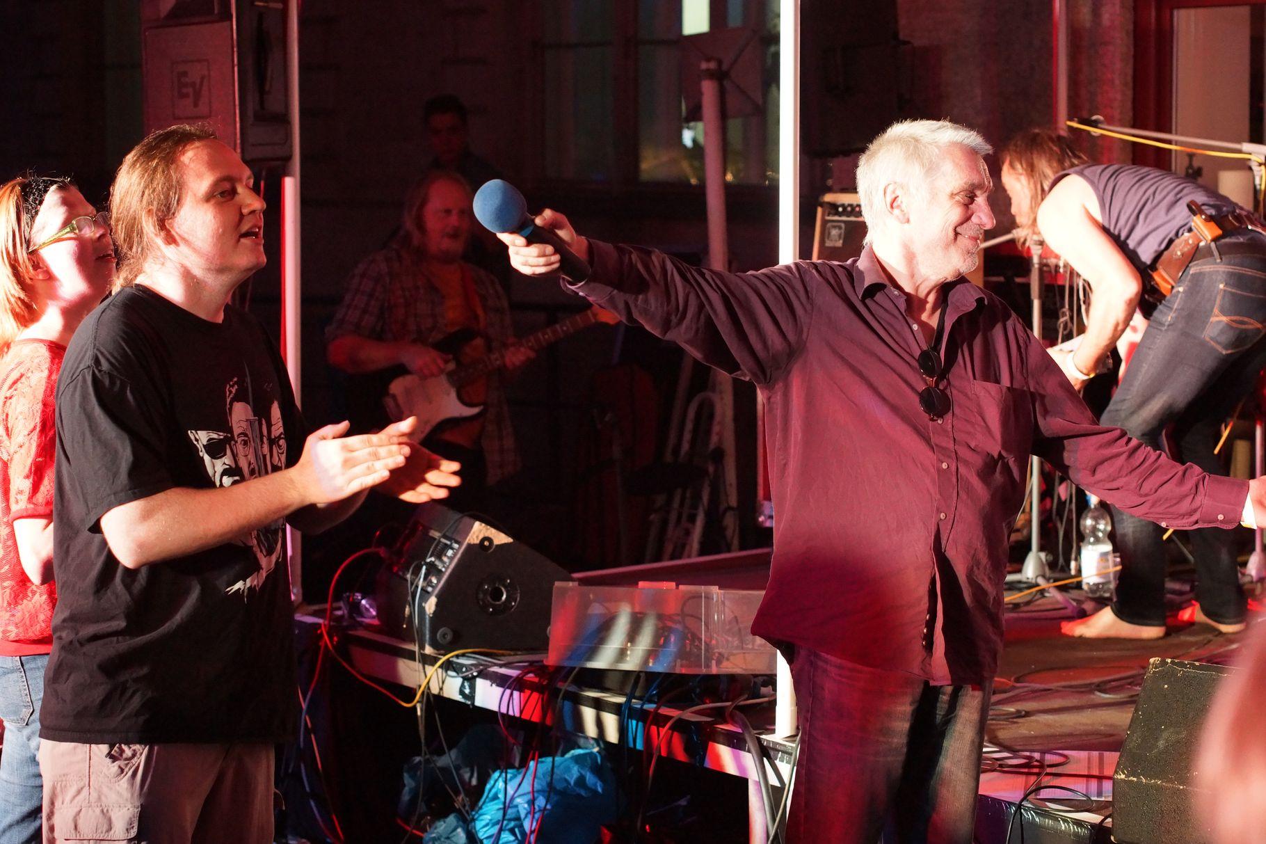 Konzerte im Bürgerhof 27.06.14 Jürgen Gebhardt - Freiwilligen-Zentrum Augsburg - Foto: Crayfish