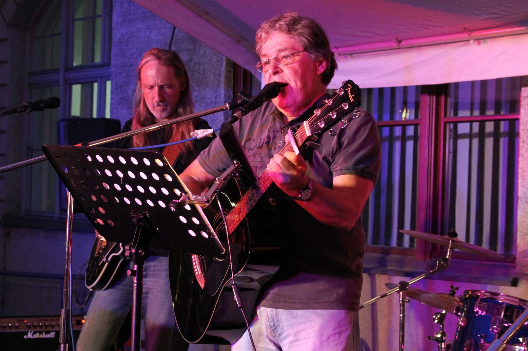 Konzerte im Bürgerhof 21.06.2012 Maxx Brothers unplugged - Freiwilligen-Zentrum Augsburg - Foto: Franz Lechner